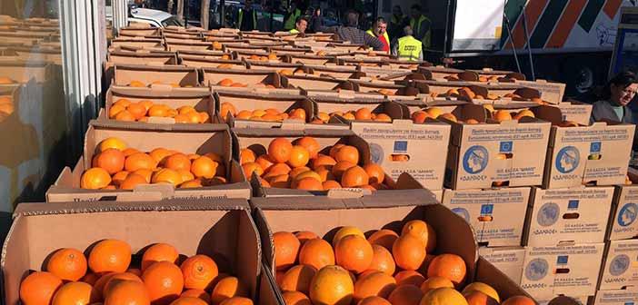 Ν. Ιωνία: Διανομή φρούτων στους δικαιούχους του Κοιν. Παντοπωλείου