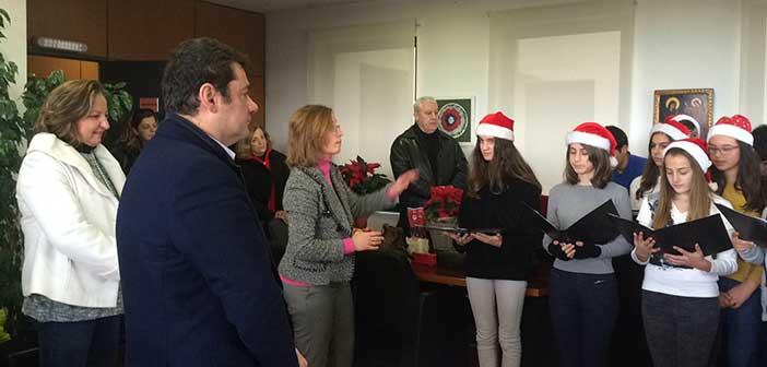 Γιορτινή ατμόσφαιρα στο γραφείο του δημάρχου Λυκόβρυσης – Πεύκης