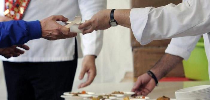 Διανομή φαγητού από το Κοινωνικό Παντοπωλείο Αμαρουσίου σε ευπαθείς πολίτες και τον Αύγουστο