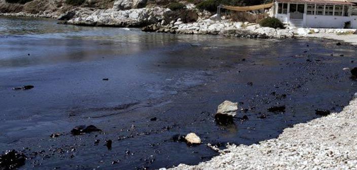 Η πετρελαιοκηλίδα του Σαρωνικού και το εθνικό μας «ναυάγιο»