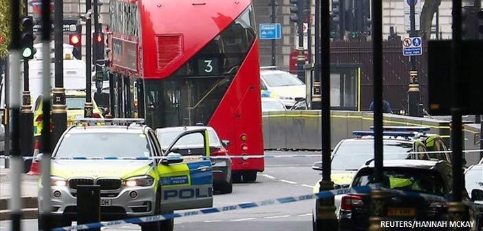 Βρετανία: Αυτοκίνητο έπεσε πάνω στα οδοφράγματα του Κοινοβουλίου – Τραυματίστηκαν ποδηλάτες και πεζοί