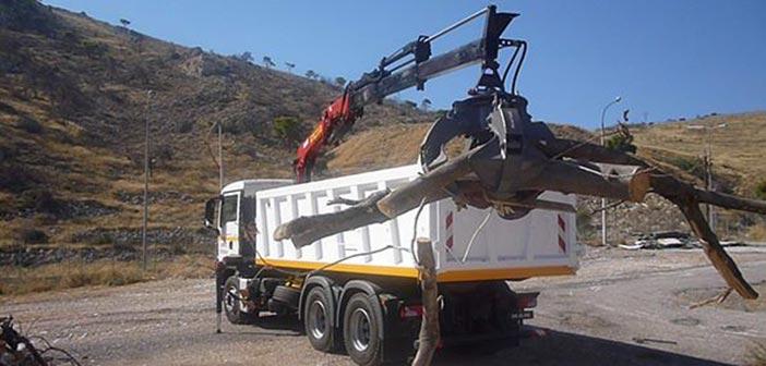 Με νέο φορτηγό με γερανό και αρπάγη ενισχύεται η Καθαριότητα του Δήμου Βριλησσίων