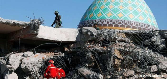Ινδονησία: 384 νεκροί από τον ισχυρό σεισμό και το τσουνάμι