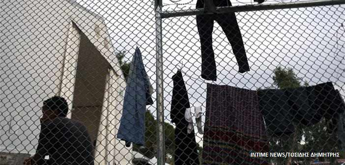 Spiegel: Στα πρόθυρα κατάρρευσης οι προσφυγικοί καταυλισμοί στο Αιγαίο