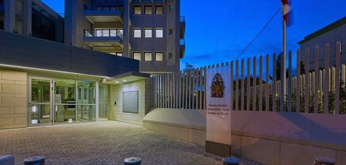 «Ρεσάλτο» κουκουλοφόρων στην πρεσβεία του Καναδά