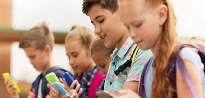 Κινητά: Επηρεάζουν τον εγκέφαλο των παιδιών