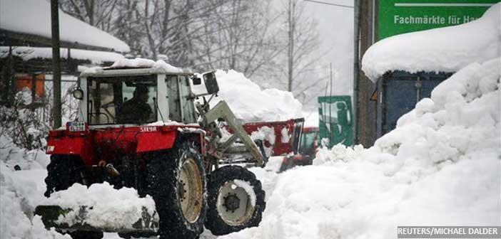 Προβλήματα από τις χιονοπτώσεις σε Αυστρία – Γερμανία