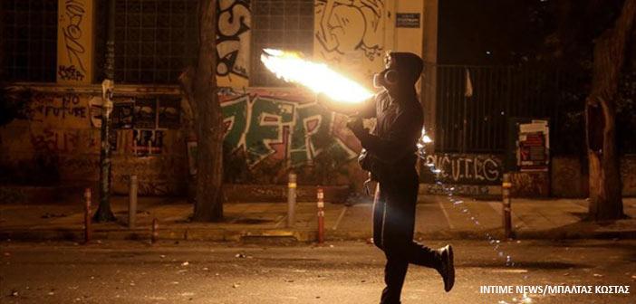 Τραυματίας αστυνομικός από επίθεση με μολότοφ στο κέντρο της Αθήνας