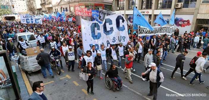 Αργεντινή: Μαζική διαδήλωση με αίτημα την αλλαγή οικονομικής πολιτικής