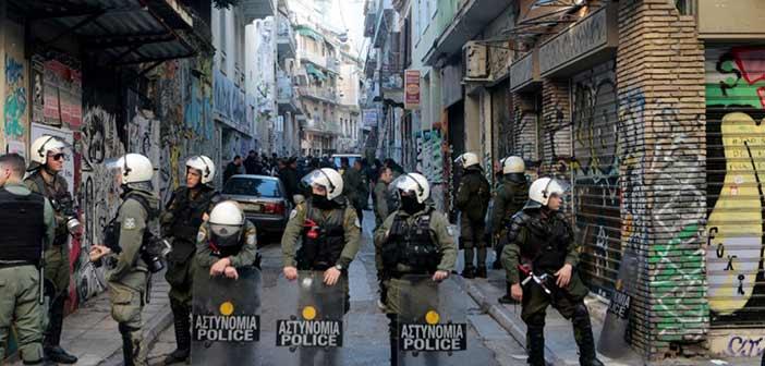 Συλλήψεις στα Εξάρχεια: Χειροπέδες και στην γυναίκα που είχε διαφύγει από το Λιμενικό