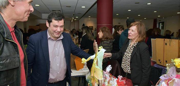 Στο πασχαλινό bazaar χειροτεχνών o δήμαρχος Τ. Μαυρίδης