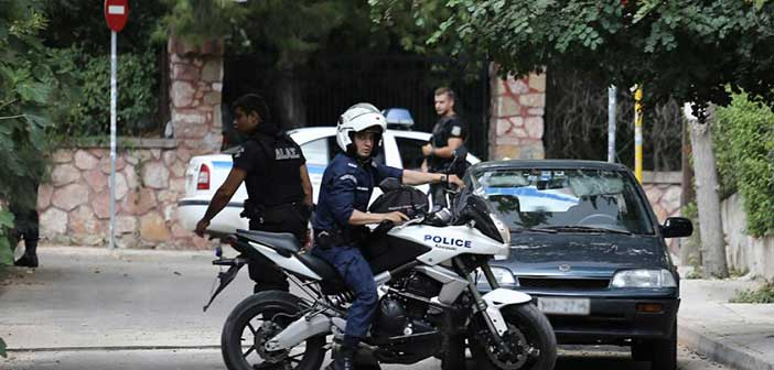 Επίθεση σε αστυνομικούς στη Βούλα – Τρεις τραυματίες