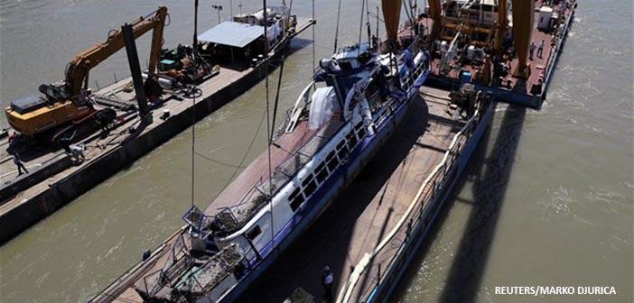 Ανελκύστηκε το πλοίο που βυθίστηκε στον Δούναβη