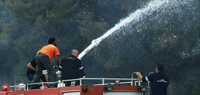 Φωτιά στη Ραφήνα – Διακόπηκε η κυκλοφορία στη Λεωφόρο Μαραθώνος