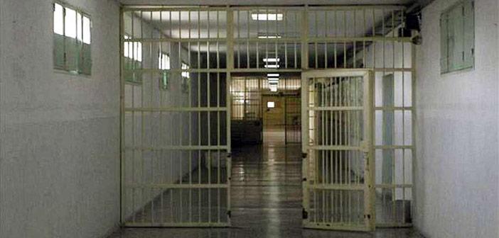 Κρεμάστηκε στο κελί της η 35χρονη που σκότωσε τον πατέρα της στην Αγία Παρασκευή