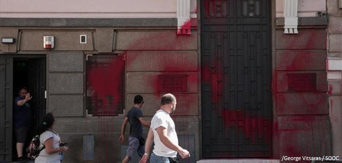 Επίθεση του «Ρουβίκωνα» στα γραφεία του ΣΕΒ στο Σύνταγμα