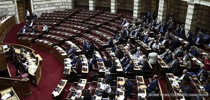 Βουλή: Ψηφίστηκε το νομοσχέδιο για την «κυβερνησιμότητα» στους ΟΤΑ