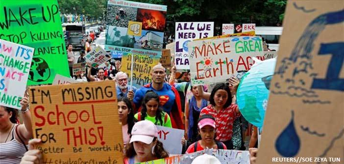 Εκατομμύρια μαθητές στον κόσμο κλείνουν τα βιβλία και διαδηλώνουν για την κλιματική αλλαγή