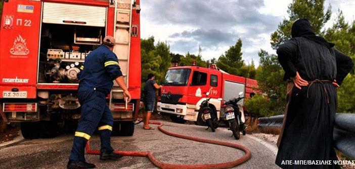Συνεχίζεται η μάχη με τις φλόγες στο Λουτράκι