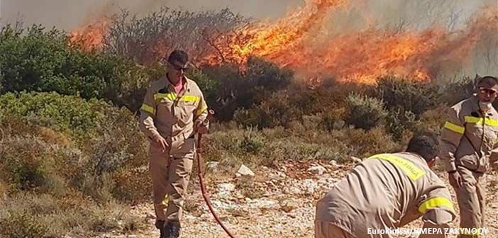 Μαίνεται η πυρκαγιά στη Ζάκυνθο – Ενισχύονται οι δυνάμεις πυρόσβεσης