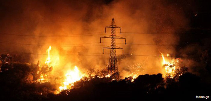 Μεγάλη φωτιά στο Πόρτο Ράφτη – Εκκενώθηκαν σπίτια