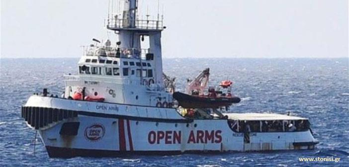 Λέσβος: Κάτοικοι εμπόδισαν πλοίο ακτιβιστών να ελλιμενιστεί