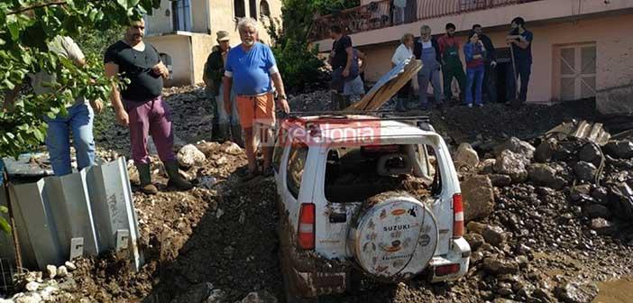 Κεφαλλονιά: Θάφτηκαν από τη λάσπη αυτοκίνητα και σπίτια