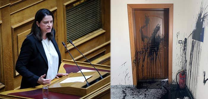Επίθεση «Ρουβίκωνα» στο πολιτικό γραφείο της Νίκης Κεραμέως στο Χαλάνδρι