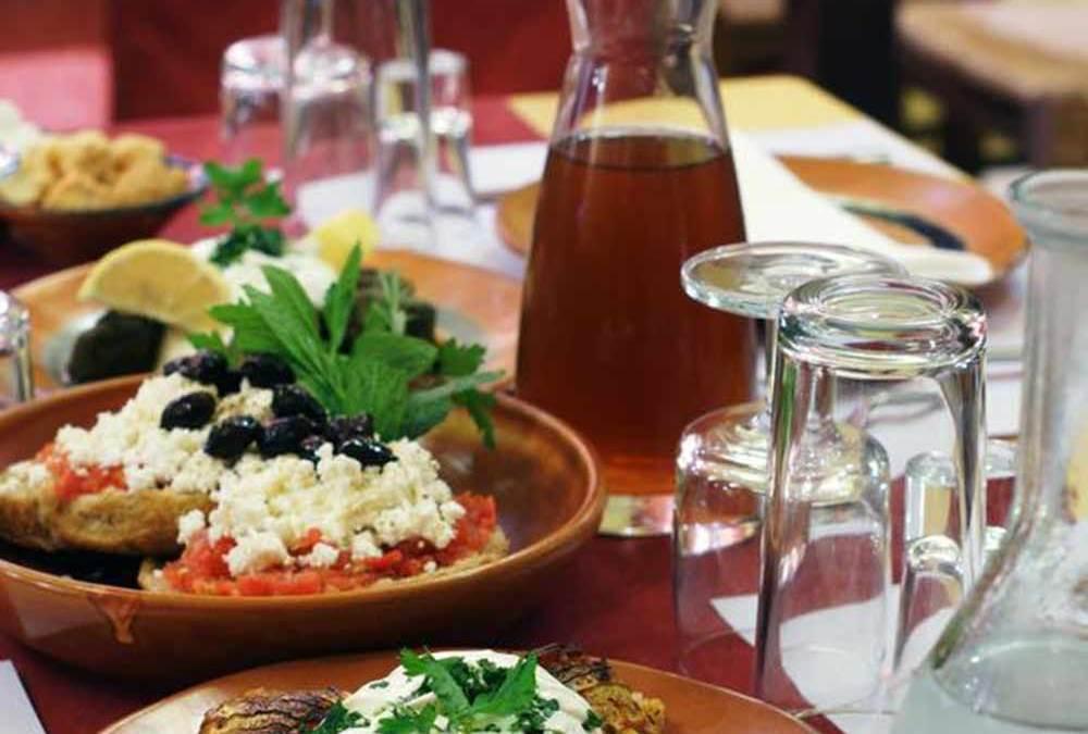 Τέσσερα στέκια για γνήσιες γεύσεις από Κρήτη στα… Βόρεια της Αττικής