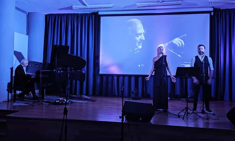 Ο Γιώργος Χατζηνάσιος μάγεψε τους Ηρακλειώτες στην πρώτη του συναυλία στην πόλη