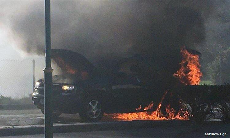 Αυτοκίνητο τυλίχθηκε στις φλόγες εν κινήσει στη Νέα Ερυθραία