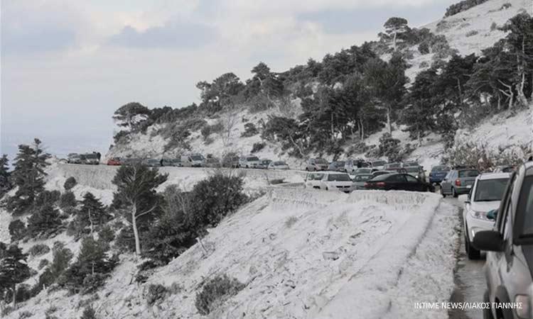 Διακοπή κυκλοφορίας σε περιοχές της Αττικής λόγω της χιονόπτωσης