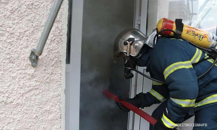 Φωτιά σε μονοκατοικία στο Ηράκλειο Αττικής – Μία τραυματίας