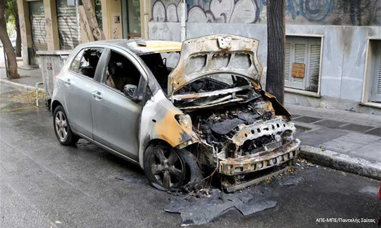 Αττική: Νέες εμπρηστικές επιθέσεις τη νύχτα σε οχήματα και μηχάνημα ΑΤΜ