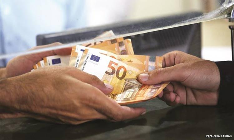 Εθνική Αρχή Διαφάνειας: Επτά στους δέκα έδωσαν «φακελάκι» σε δημόσια υπηρεσία
