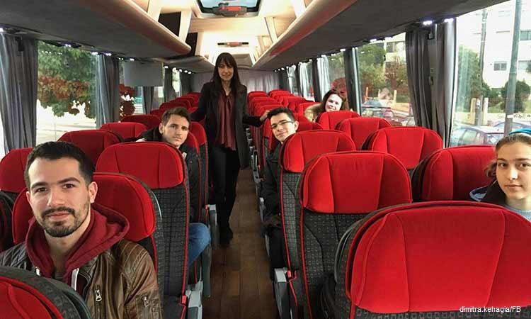 Μαζί με τους φοιτητές, στο πρώτο δρομολόγιο προς την Πανεπιστημιούπολη και Πολυτεχνειούπολη, η δήμαρχος Πεντέλης