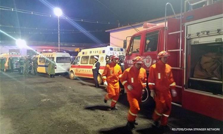 Κίνα: Τεράστια τρύπα άνοιξε σε δρόμο «καταπίνοντας» λεωφορείο – Έξι νεκροί