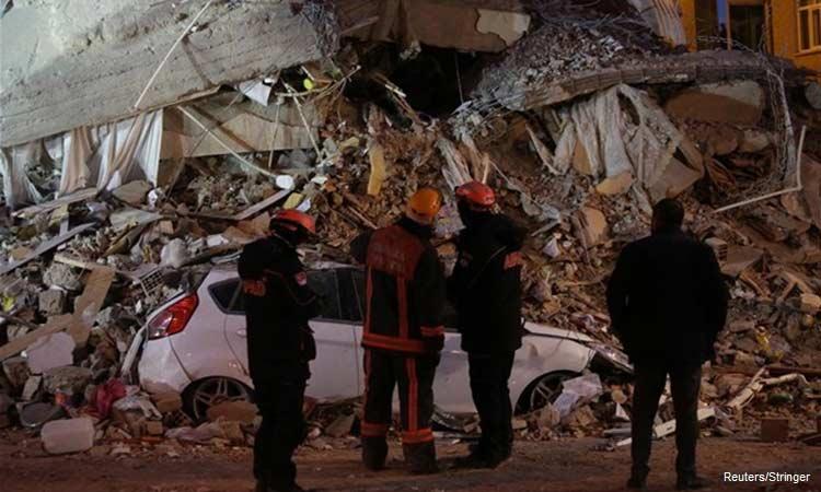 Τουρκία: Αγωνιώδεις προσπάθειες για επιζώντες στα χαλάσματα εν μέσω 390 μετασεισμών