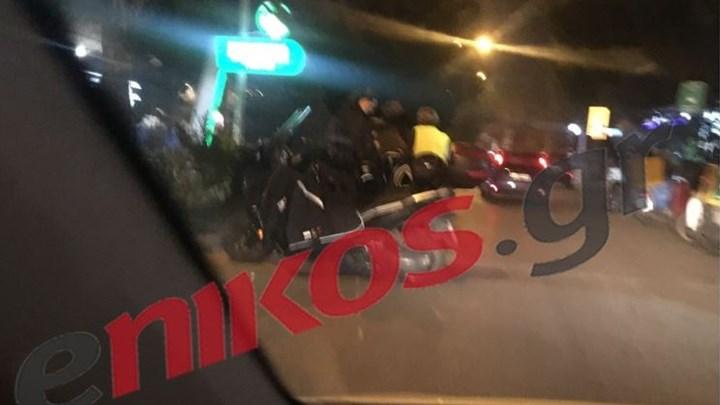 Τροχαίο ατύχημα στην Πεύκη – Συγκρούστηκαν μηχανή με Ι.Χ. αυτοκίνητο