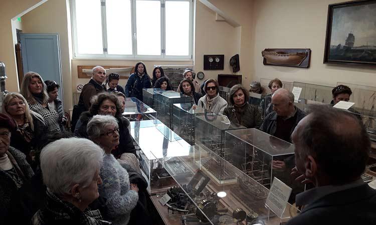 Στους… θησαυρούς των βιβλίων του Ιδρύματος Αικατερίνης Λασκαρίδη ξεναγήθηκαν τα ΚΑΠΗ Κηφισιάς