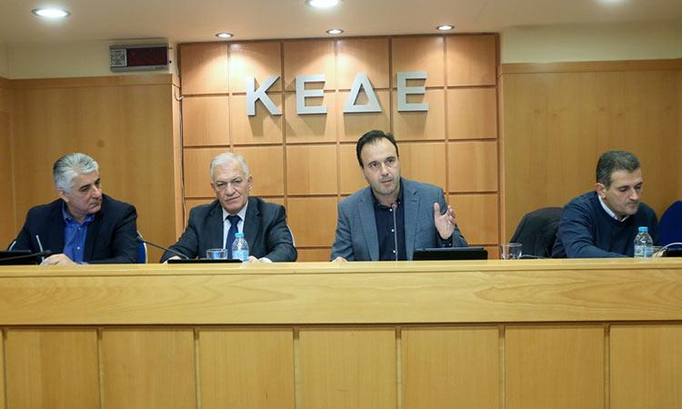 Πρόταση του προέδρου της ΚΕΔΕ προς δημάρχους για κατάθεση μέρους του μισθού τους στον λογαριασμό για τον «Covid-19»