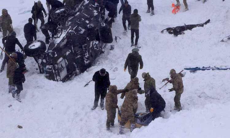 Δραματικό βίντεο: Οι προσπάθειες διάσωσης μετά τις φονικές χιονοστιβάδες στην Τουρκία