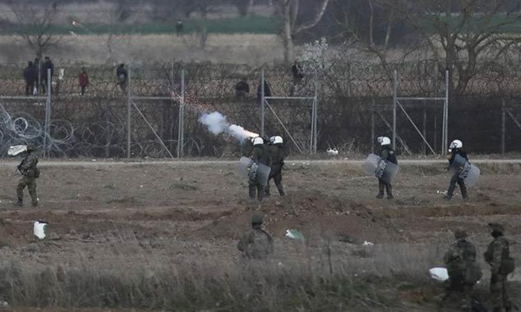 Έβρος: Προσπάθησαν να ρίξουν τον φράκτη με σχοινιά και γάντζους