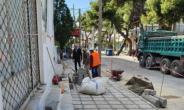 Προχωρούν οι εργασίες επισκευής και συντήρησης πεζοδρομίων στη Μεταμόρφωση