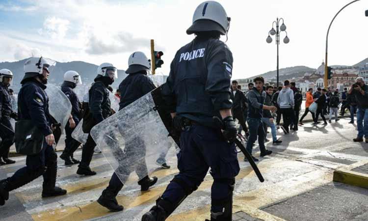 Επεισόδια μεταξύ μεταναστών και αστυνομικών στο λιμάνι της Μυτιλήνης