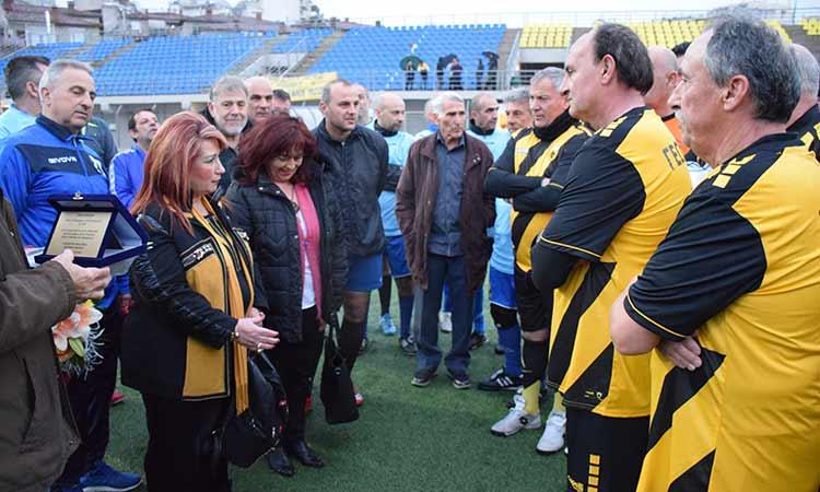 Οι παλαίμαχοι Νέας Ιωνίας και ΑΕΚ τίμησαν τη μνήμη των εκτελεσθέντων του Μπλόκου της Καλογρέζας