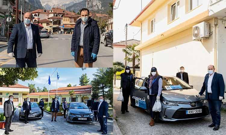 Επίσκεψη προέδρου της ΚΕΔΕ στο Λιτόχωρο – Παραδόθηκαν δύο από τα 150 αυτοκίνητα της «Toyota ΕΛΛΑΣ» για το «Βοήθεια στο Σπίτι»