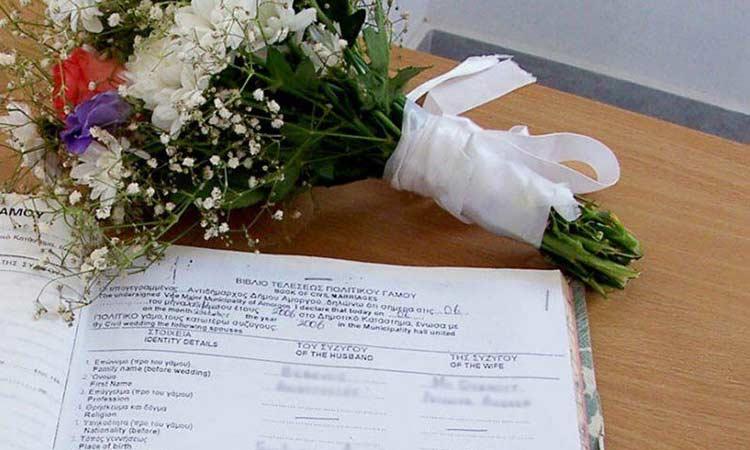 Μεταμόρφωση: Ο κορωνοϊός «σφραγίζει» τις παιδικές χαρές και επιβάλλει «κλειστούς» γάμους