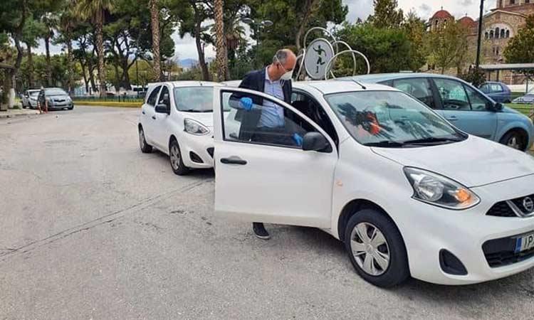 Δύο αυτοκίνητα για το «Βοήθεια στο Σπίτι» παρέλαβε ο δήμαρχος Μεταμόρφωσης