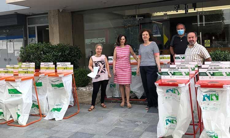 Παραδόθηκαν κάδοι εσωτερικής ανακύκλωσης στην Περιφερειακή Ενότητα Βόρειου Τομέα Αττικής